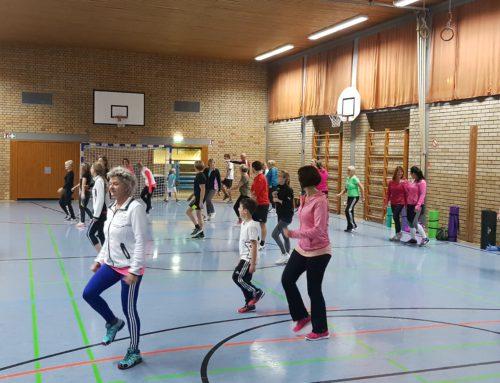 Skigymnastik in der Schulturnhalle